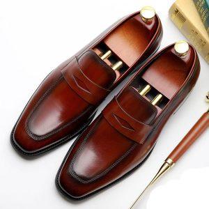 کدام کفش کلاسیک مردانه است ؟